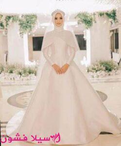 فستان زفاف باكمام دون تطريز