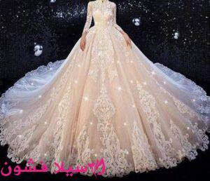 فستان زفاف باللون الملكي